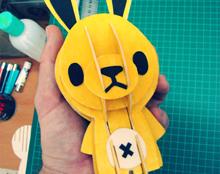 ארנבון צהוב מקרטון