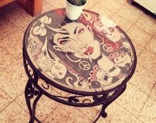 שולחן קפה מאוייר
