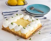 עוגת גבינה עם קרם לימון וקצפת
